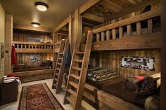 Bunk room in rustic mountain ski lodge. Built-in bunks. Bunk Beds Built In, Cool Bunk Beds, Loft Beds, Trundle Beds, Wooden Wall Design, Bunk Rooms, Bunk Bed Designs, Bedroom Designs, Log Cabin Homes