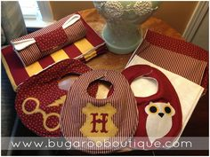 bugaroo boutique: Harry Potter Themed baby shower and gifts!**must have if I ever have a kid! Baby Harry Potter, Baby Shower Harry Potter, Harry Potter Baby Clothes, Deco Harry Potter, Harry Potter Thema, Harry Potter Nursery, Baby Shower Themes, Baby Shower Gifts, Baby Gifts