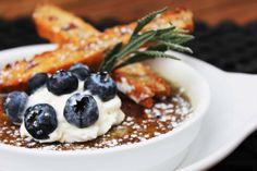 De nuestros favoritos para empezar la tarde, Creme Bruleé Lavanda! Los esperamos en Restaurante Daniel para disfrutar de un cafe Bezzera con su postre!