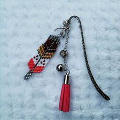 Marque-page plume  #perles #perleaddict #perlesmiyuki #miyukidelicas #jenfiledesperlesetjassume #brickstitch #creation #handmade #homemade  via ✨ @padgram ✨(http://dl.padgram.com)  @noemiie.lrt