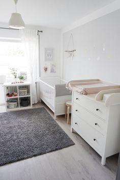 Baby Girl Nursery Room İdeas 606226799822660590 - Rosé und Grey Girls Zimmer, – – Source by kinderzimmerr Grey Girls Rooms, Grey Room, Baby Boy Rooms, Baby Bedroom, Baby Room Decor, Room Girls, Room Baby, Kids Room, Baby Boy Bedroom Ideas