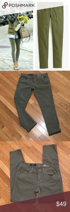 """J. Crew Olive Toothpick Ankle Skinny Jeans Sz 28🍁 In mint condition. No flaws. J. Crew Olive green Toothpick Ankle Skinny Jeans in Women's Sz 28. A fall staple in your wardrobe! Pair it simply with a black tee, a statement necklace and some killer heels and you are good to go!😍😍. 98% cotton, 2% elastane-these are super comfortable! Measurements: waist-29.5"""", rise-7.5"""", inseam-27"""". J. Crew Jeans Ankle & Cropped"""