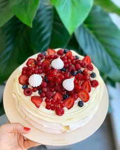 gracecouturecakesWir feiern den letzten Sonntag im Sommer mit unserem neuen Rezept für Pavlova❤️