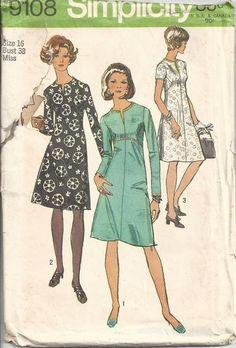 MOMSPatterns Vintage Sewing Patterns - Simplicity 9108 Vintage 70's Sewing Pattern FLATTERING Mod Mad Men Cocktail Party Dress, Curved Seams, Slit Neckline Size 16