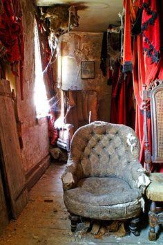 Abandon Abandoned Property, Abandoned Cities, Abandoned Mansions, Abandoned Houses, Old Houses, Abandoned Prisons, Manor Houses, Big Ben, Jolie Photo