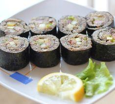 Cыроедческие роллы рецепт узнать на сайте OUM.RU Raw Sushi, Raw Cauliflower, Ethnic Recipes, Food, Essen, Meals, Yemek, Eten