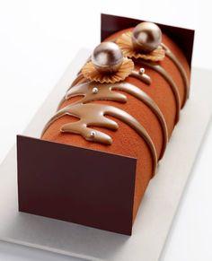 Patisserie art in chocolade. Tempered, sprayed chocolate and pearls - Arnaud Larher