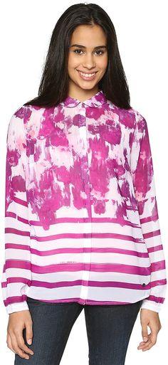 Chiffon-Bluse mit Allover-Print für Frauen (gemustert, langärmlig mit Kentkragen) aus transparentem Chiffon, mit abstraktem Blumen- und Streifenprint, Metall-Badge mit Logo-Prägung. Material: 100 % Polyester...