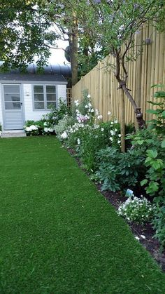Small Backyard Ideas - Even if your backyard is small it additionally can be extremely comfy and also welcoming. Having a small backyard does not indicate your backyard landscape design . Inexpensive Backyard Ideas, Cheap Landscaping Ideas, Small Backyard Design, Small Backyard Landscaping, Mulch Landscaping, Country Landscaping, Residential Landscaping, Sloped Backyard, A Utopia