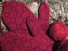 Ravelry: varm's Faeroe Island mittens ... love the tone on tone colors