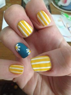 Daisy nails, inspired by MissJenFABULOUS. They make me so happy! - Imgur