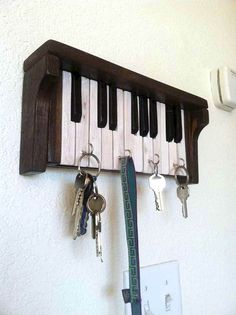 If you are looking for Diy Projects Pallet Key Rack Design Ideas, You come to the right place. Below are the Diy Projects Pallet Key Rack Des. Piano Crafts, Music Crafts, Key Crafts, Repurposed Furniture, Diy Furniture, Vieux Pianos, Piano Art, Diy Home Decor, Room Decor