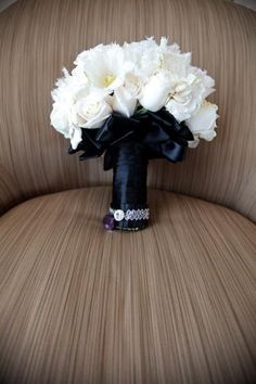 Black and white glam wedding flower bouquet, bridal bouquet, wedding flowers, add pic source on comment and we will update it. www.myfloweraffair.com can create this beautiful wedding flower look.