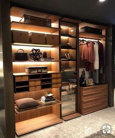 Home Inspiration: 32 Beautiful and Luxurious Walk-In Closet Designs Wardrobe Design Bedroom, Master Bedroom Closet, Bedroom Wardrobe, Walking Closet, Walk In Closet Design, Closet Designs, Ideas Armario, Dressing Room Design, Dressing Rooms