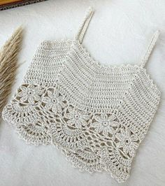 Crochet Summer Tops, Crochet Crop Top, Crochet Bikini, Hexagon Crochet Pattern, Top Pattern, Crochet Patterns, Finger Crochet, Crochet Baby, Knit Crochet