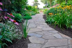 57 Fabulous Garden Path and Walkway Ideas to Add Beauty and Whimsy to your Outdoor Space - Garten Landschaftsgestaltung Backyard Walkway, Outdoor Landscaping, Outdoor Gardens, Landscaping Ideas, Flagstone Walkway, Outdoor Walkway, Front Walkway, Brick Walkway, Backyard Ideas