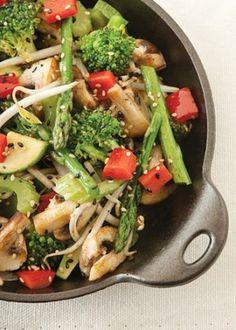 Salteado de verduras tipo oriental. Receta para preparar salteado de verduras tipo oriental. Receta con fibra que ayuda a tu cuerpo. Revista Cocina Vital.