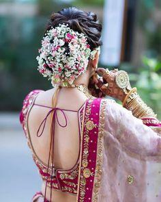 Bold Bridal bun with the floral affair - Beauty Wedding Bridal Hairstyle Indian Wedding, Bridal Hair Buns, Bridal Hairdo, Indian Bridal Hairstyles, Indian Bridal Fashion, Bridal Photoshoot, Bun Hairstyles, Office Hairstyles, Anime Hairstyles