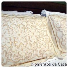 Lindas fronhas bordadas...bons sonhos!