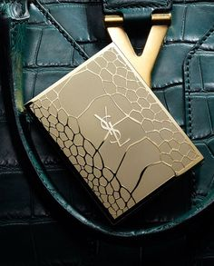 Palette Couture YSL http://www.vogue.fr/beaute/en-vue/diaporama/make-up-reptile/9289/image/563879#palette-couture-ysl