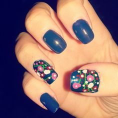 Blue  nailart and flowers