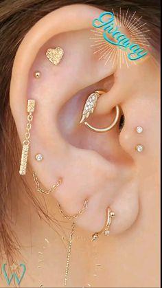 Ear Piercing Studs, Unique Ear Piercings, Ear Piercings Chart, Ear Peircings, Cool Piercings, Cartilage Earrings, Jewelry Tattoo, Ear Jewelry, Body Jewelry