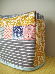 Patch sewing machine cover, good for using up scraps and great for a gift for a sewing friend.
