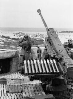 "A German 50mm Flugabwehrkanone 41 (FlaK 41 L/67) anti-aircraft gun with two ""kill rings"" on the barrel."