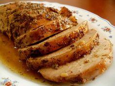 Hoy te mostraremos una manera sencilla de preparar el lomo de cerdo, solo necesitarás un horno e ingredientes que quizás tengas en casa. Quédate con nosotros para conocer la preparación de esta sabrosa receta.LEER MÁS:Recetas de cocina: Ensalada de pulpoIngredientesUna cinta de lomo de cerdo de alr