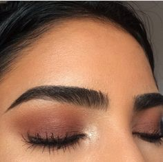 Eyebrows help to complete our facial look and are very important feature of your face. Too thin eyebrows overshadow the beauty of a human. One more advantage of thick eyebrows is that you can shape them to your required shape. Makeup Goals, Makeup Inspo, Makeup Inspiration, Eye Makeup, Makeup Art, Makeup Eyebrows, Makeup Hacks, Prom Makeup, Makeup Ideas