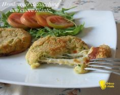 Hamburger di zucchine con cuore filante (ricetta al forno). Ricetta degli hamburger vegetariani di zucchine e patate ripieni di formaggio cotti in forno