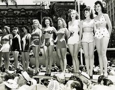 Love the array of swimsuits on display in this great 1942 Miss Victory Contest photo. #beauty_contest #vintage #1940s #forties #women #swimsuit