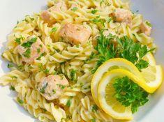 Lazacos tészta Pasta Recipes, Pasta Salad, Vitamins, Spaghetti, Food And Drink, Ethnic Recipes, Protein, Crab Pasta Salad, Vitamin D