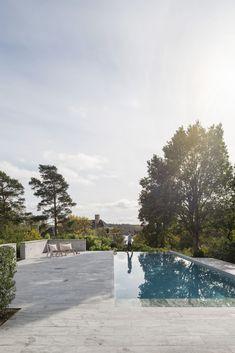 Garden Inspiration, Design Inspiration, Eero Saarinen, Outdoor Living, Outdoor Decor, Garden Pool, Pool Designs, Swimming Pools, Villa