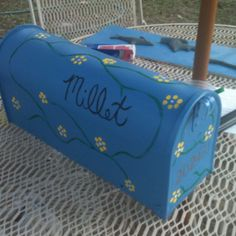 Fancy Mailbox project. Just spray paint and use a Qtip to make the flowers. Easy and pretty.