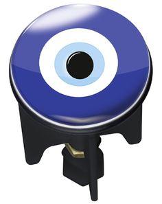 """Der Pluggy """"NAZAR"""" macht jedes Waschbecken in Bad und Gäste-WC zu einem Blickfang. In orientalischen Ländern ist dieses Symbol weit verbreitet, das dem Volksglauben nach den Bösen Blick abwenden soll. Gesehen für € 7,95 bei kloundco.de."""