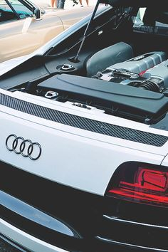 Audi R8 V10.  Car of the Day: 17 August 2015.