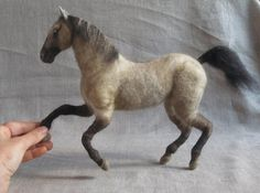 Aguja fieltro escultura de su caballo regalo para ti por Ainigmati