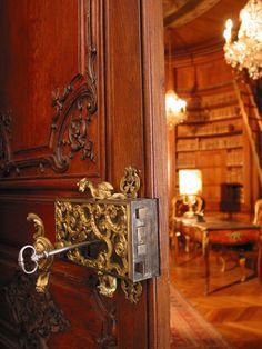 Hôtel de Béhague - Résidence de l'ambassadeur de Roumanie, Paris VIIe - Peeping to the Library