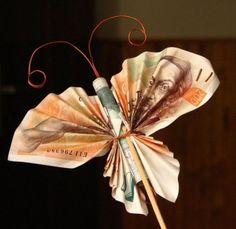 15 kreativních způsobů, jak darovat pod stromeček peníze – G.cz Money Bouquet, Cute Presents, Inspirational Gifts, Easy Drawings, New Baby Products, Diy And Crafts, Projects To Try, Gift Wrapping, Christmas Ornaments