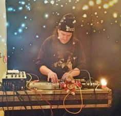 Norby. Performing sweet electronic licks!