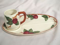 Set Of 2 Vintage Franciscan Apple Oval Divided Snack Trays Oversized Mugs WOW! Kitchen Themes, Kitchen Colors, Kitchen Ideas, Snack Trays, Franciscan Ware, Apple Deserts, Tennis Set, Vintage California, Desert Rose