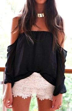 The juxtaposition of fmix & match creates a boho chic look I adore.