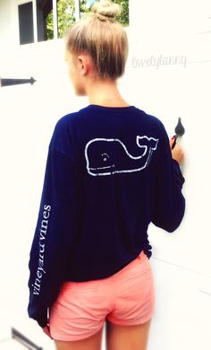 I have this shirt, just the whale outline is navy blue and the shirt is mint green!
