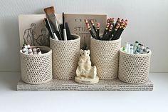 crocheted tin can organizer Crochet Home, Crochet Crafts, Crochet Yarn, Yarn Crafts, Crochet Projects, Kids Desk Organization, Tin Can Crafts, Felt Fabric, Beautiful Crochet