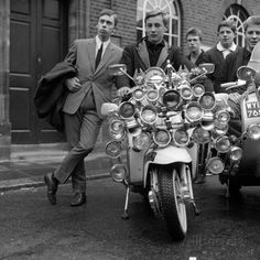 Stock Photo - Youth Culture Mod Mods Swinging Sixties Collection May 1965 Mods wearing suits and parkas on Motor Scooters Youth Culture, Pop Culture, Moto Scooter, Scooter Garage, Mod Look, Teddy Boys, Vespa Lambretta, Vespa Scooters, Hippie Man