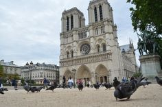 FABULOS! De 559 de ani, în fiecare zi la prânz, clopotele tuturor bisericilor catolice din lume sunt trase pentru un mare român! Notre Dame, Building, Travel, Viajes, Buildings, Destinations, Traveling, Trips, Construction