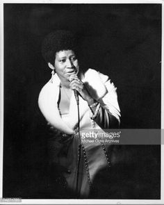 News Photo : Soul singer Aretha Franklin performs onstage in...