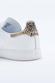 """adidas Originals – Sneaker """"Stan Smith"""" in Weiß mit Klettriemen - Urban Outfitters"""