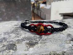 Sieh dir dieses Produkt an in meinem Etsy-Shop https://www.etsy.com/de/listing/520657192/schwarzes-macrame-armband-mit-tigerauge